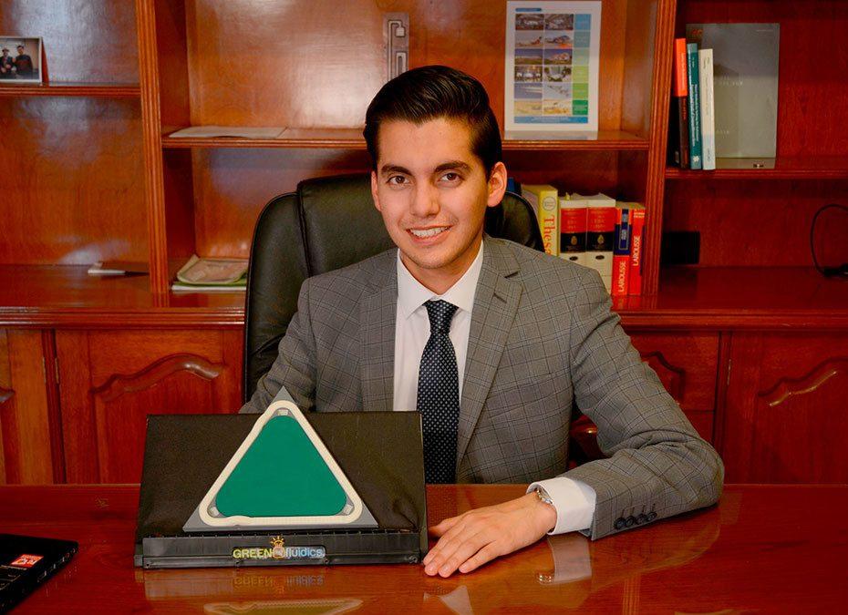 Fue premiado por crear paneles solares biológicos y ahora empuja las renovables en México