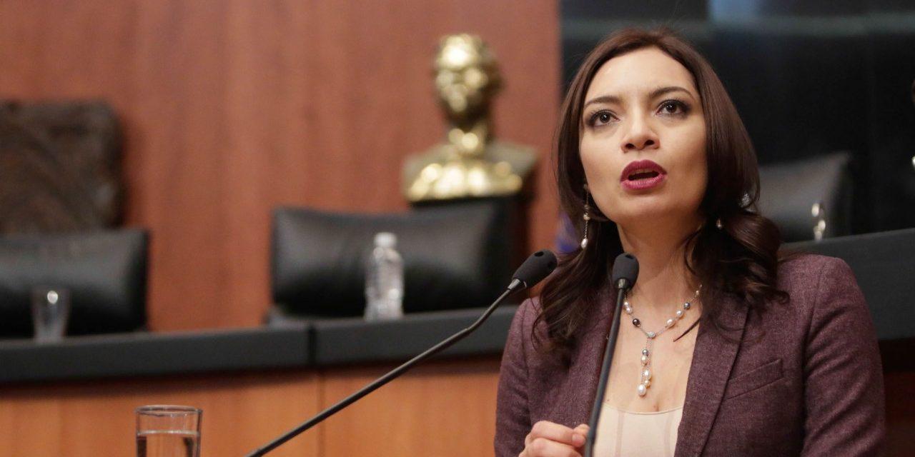 En campaña una candidata de Colima propone financiamiento para paneles solares