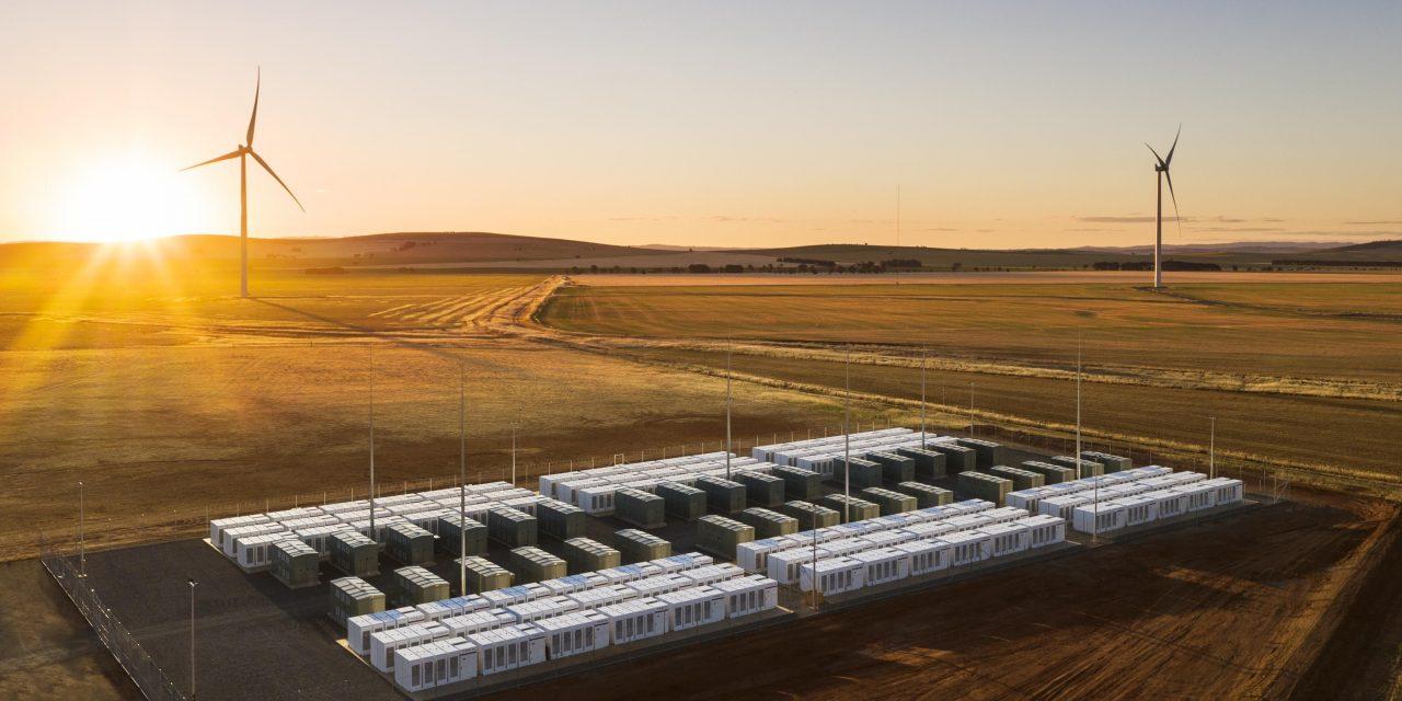 Plan 8 presentó en Chile un mega parque eólico con sistema de almacenamiento
