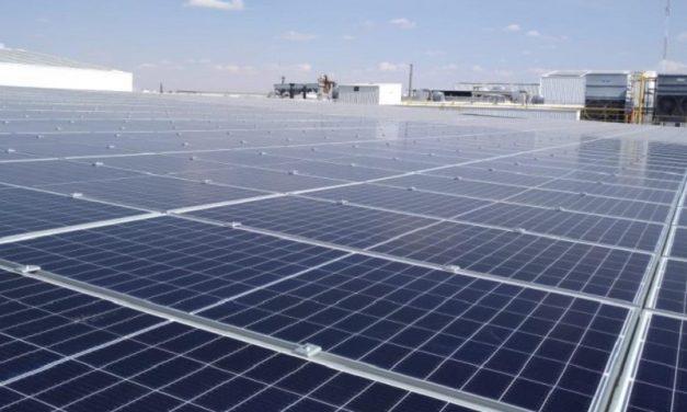 Caso de éxito con Growatt: así es un estacionamiento solar de 10 metros de altura