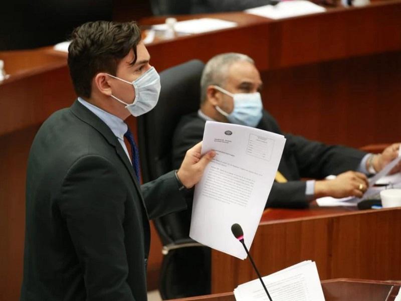 Diputado panameño increpó al gobierno por su apuesta al gas y pidió incentivar la energía solar