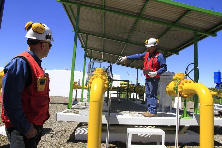 ¿Prioridad de despacho al gas? Se recrudece el debate por la transición energética en Chile