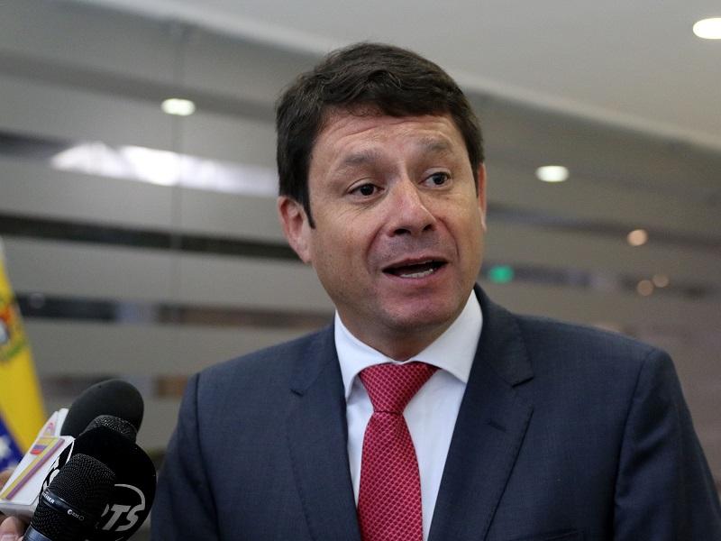 Albornoz planteó adicionar más energías renovables para cumplir NDC en Ecuador