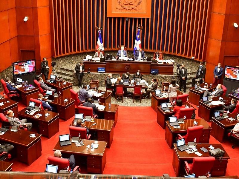 Empresarios advierten sobre normativas pendientes para energías renovables en República Dominicana