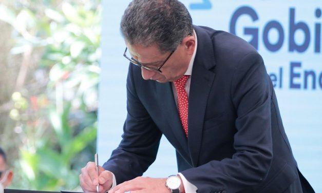 Guillermo Lasso: «Tenemos varias propuestas para generar energía limpia»
