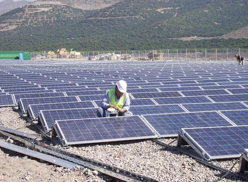 Advierten que el aumento de precios de paneles fotovoltaicos amenaza más de 180 proyectos PMG/D